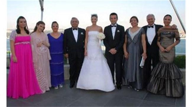 Esra Eron evlendi